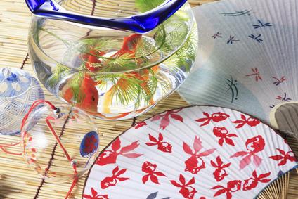 金魚鉢と簾と団扇