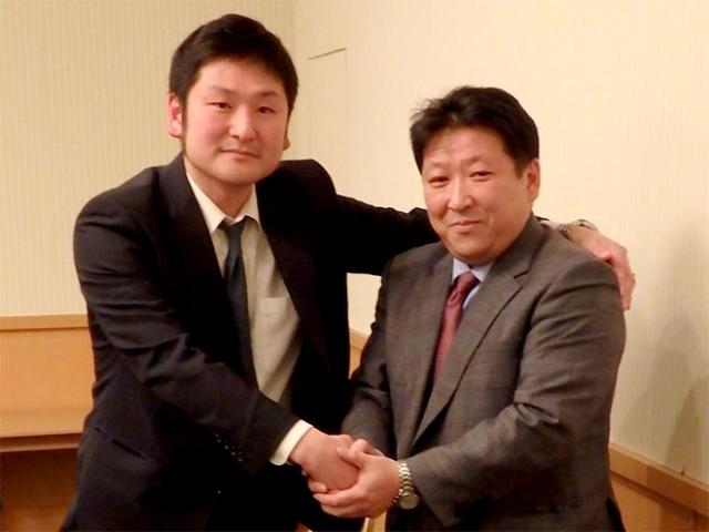 前日の青年部会総会にて役員を改選。新青年部会長の山本慶大氏(左)と前任の小野英之氏(右)